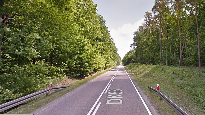 Droga Krajowa 58 prowadzi przez malownicze lasy