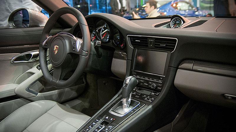 Środek najnowszego Porsche 911
