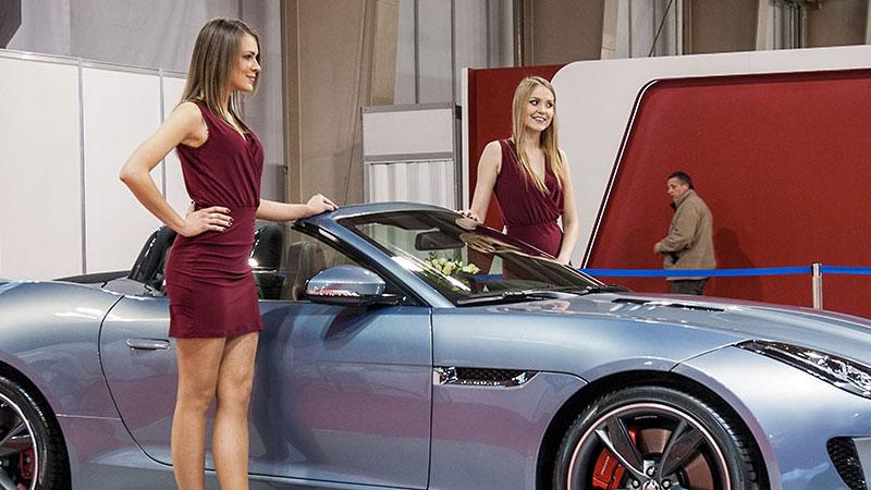 Na Poznań Motor Show można spotkać piękne kobiety