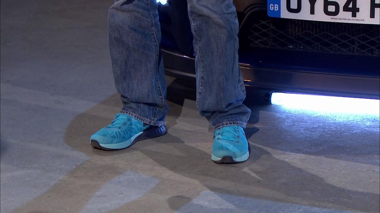 Zbliżenie na buty Jamesa Maya