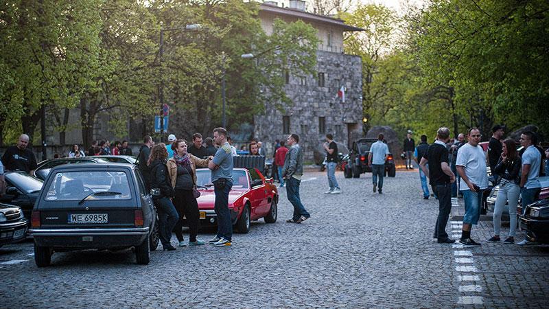 Aleja Na Skarpie - to miejsce również gości spoty Youngtimer Warsaw