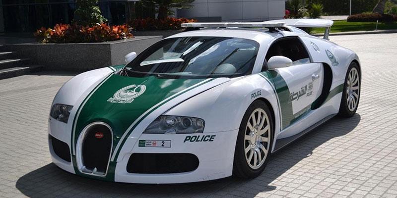 Bugatii Veyron służący w policji jako radiowóz
