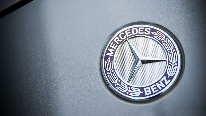 Logo Mercedesa w modelu CLA