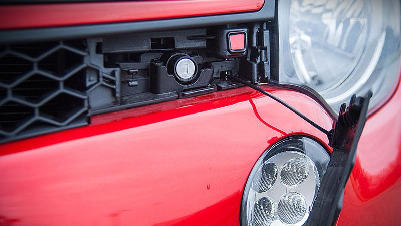 Nowe Renault Twingo - jak otworzyć maskę?