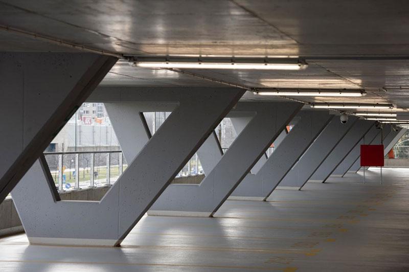 Parking wielopoziomowy na Stokłosach imponuje swoją architekturą