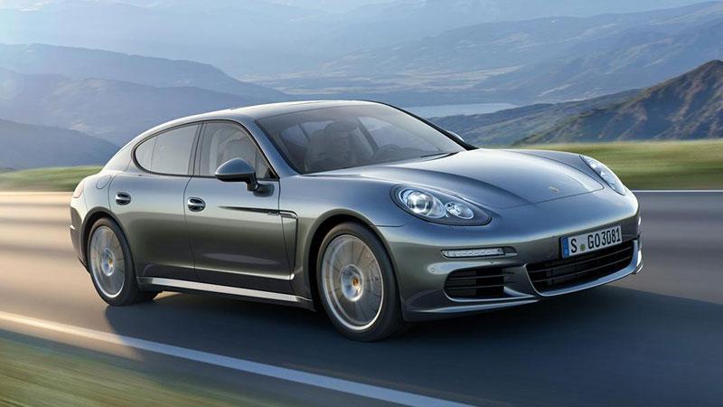 I generacja Porsche Panamera nie jest najpiękniejszym samochodem