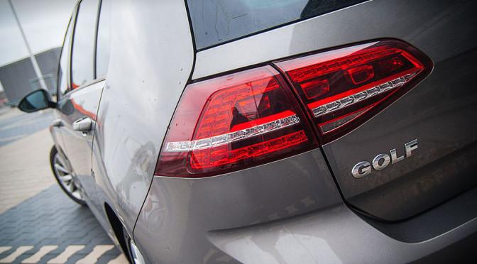 """Volkswagen Golf VII – 3 zalety, przez które zgadzam się z tymi, którzy mówią o nim """"król kompaktów"""". Mimo obecności jednej, dosyć istotnej dla mnie, wady"""