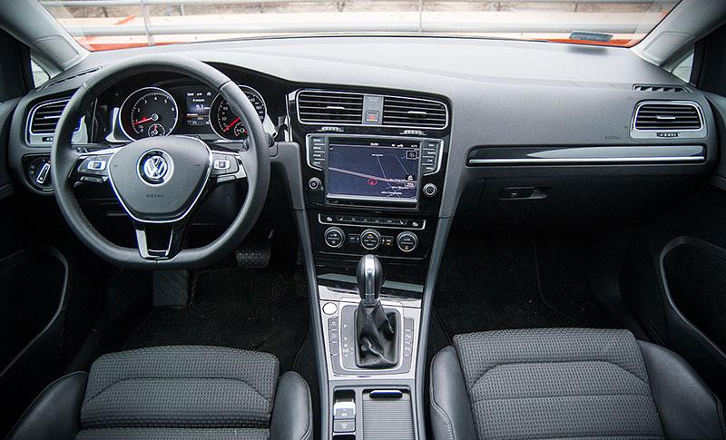 Volkswagen Golf VII - wnętrze robi bardzo dobre wrażenie