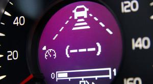 Aktywny tempomat – zalety i wady systemu samemu kontrolującego prędkość samochodu