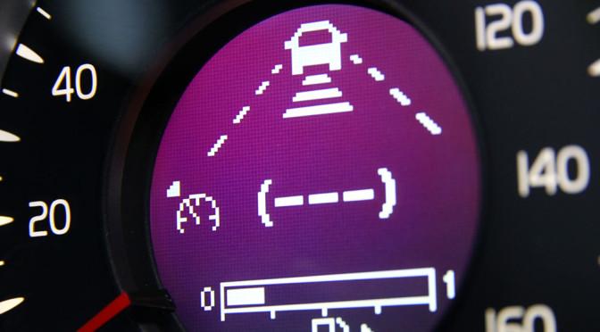 Aktywny tempomat - zalety i wady systemu samemu kontrolującego prędkość samochodu