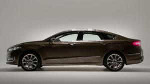 Ford Mondeo Vignale sedan - wygląd z boku