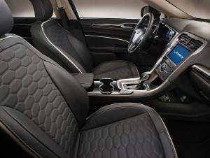 Ford Mondeo Vignale - tak prezentuje się wnętrze