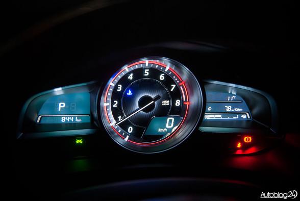 Mazda 3 - zegary nocą