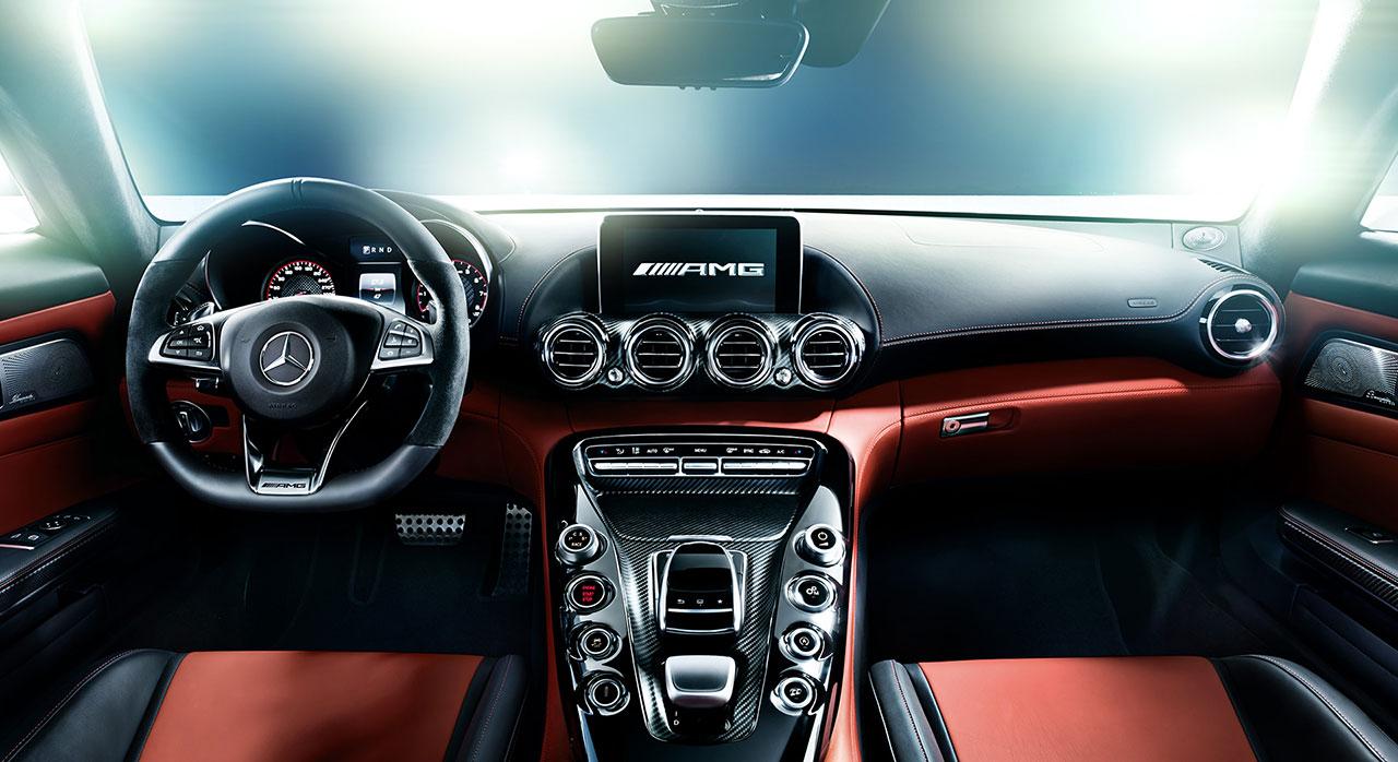 Sportowe wnętrze w Mercedesie AMG-GT