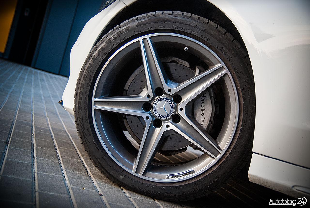 Mercedes C200 - felga AMG ustawiona pod odpowiednim kątem