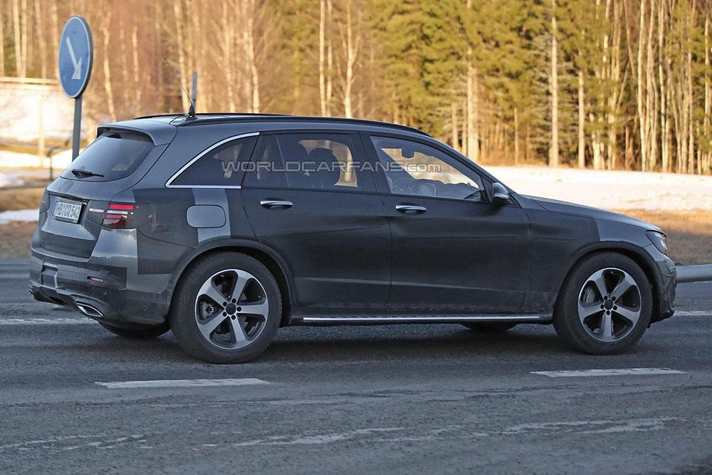 Mercedes GLC - zdjęcie z boku