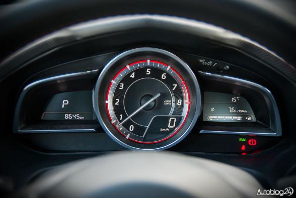 Nowa Mazda 3 - zestaw wskaźników wygląda świetnie, zwłaszcza prędkościomierz