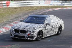 Nowe BMW Serii 7 (2016) - przód podczas pokonywania zakrętu