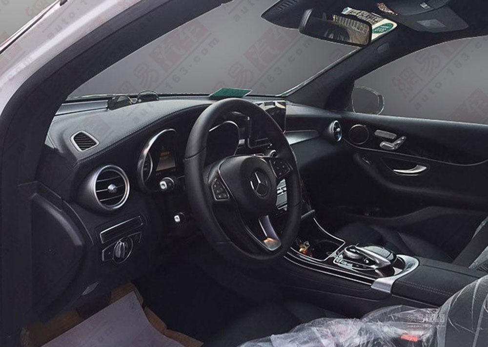 Nowy Mercedes GLC - wnętrze bardzo przypomina Klasę C