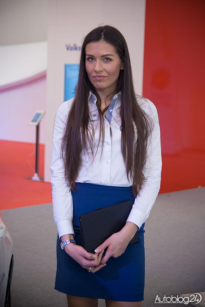 Poznań Motor Show hostessy - piękna pani z Volkswagena
