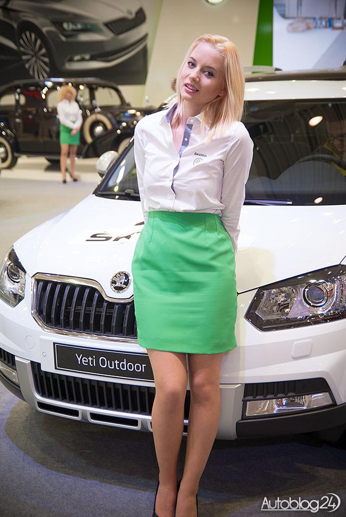 Poznań Motor Show hostessy - blondynka ze Skody