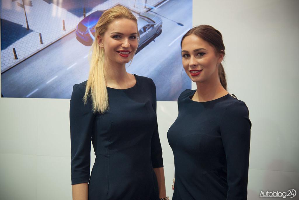 Poznań Motor Show hostessy - panie na stoisku Forda