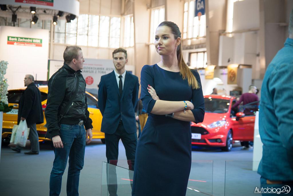 Poznań Motor Show hostessy - nowy Ford Mustan i pani mu towarzysząca