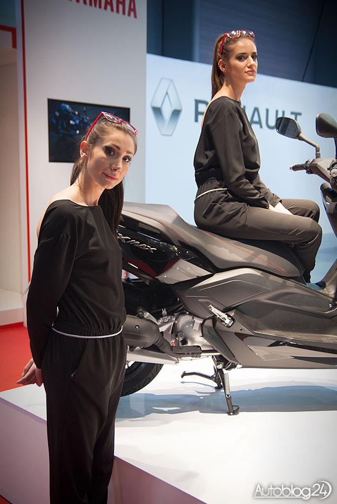 Poznań Motor Show hostessy - dwie panie na Yamaha