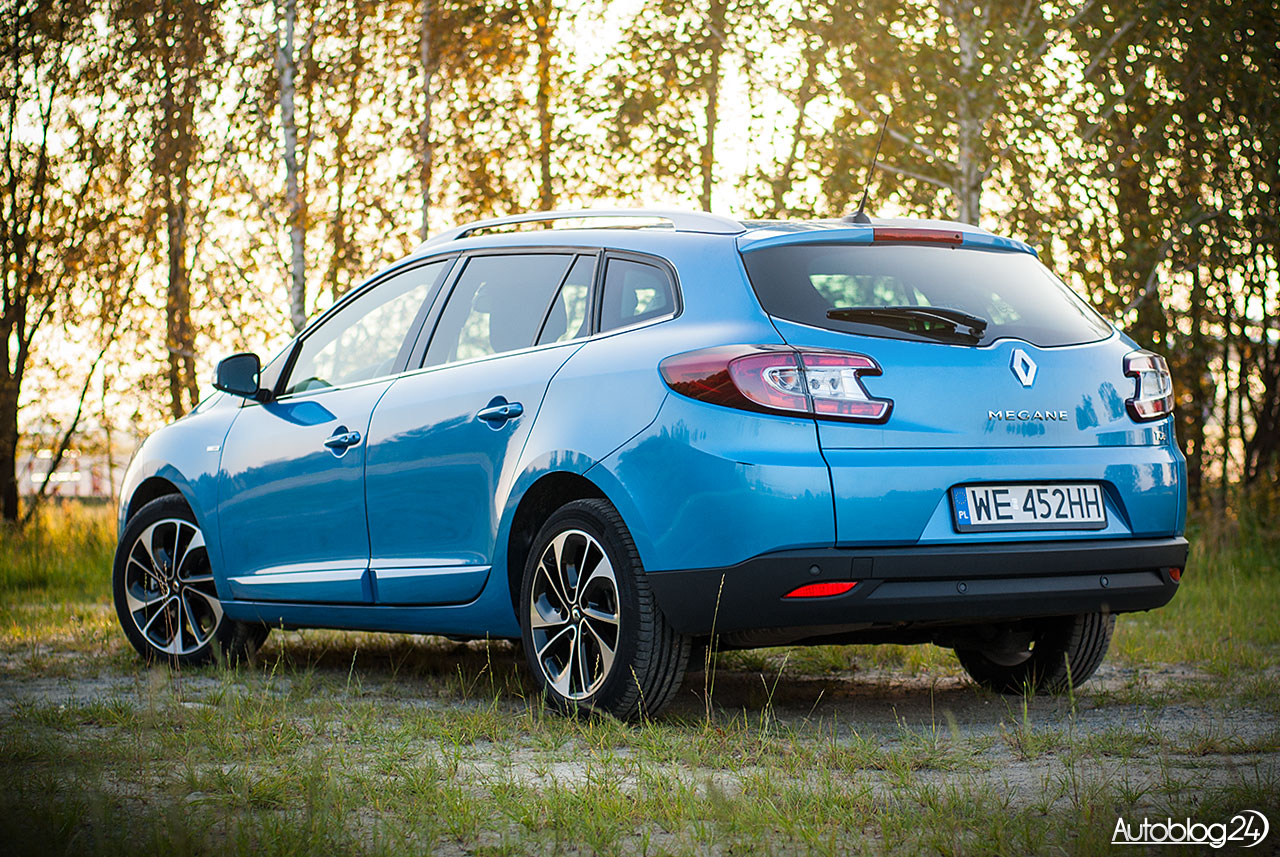 3 generacja Renault Megane Grandtour w wersji BOSE - zdjęcie o zachodzie słońca