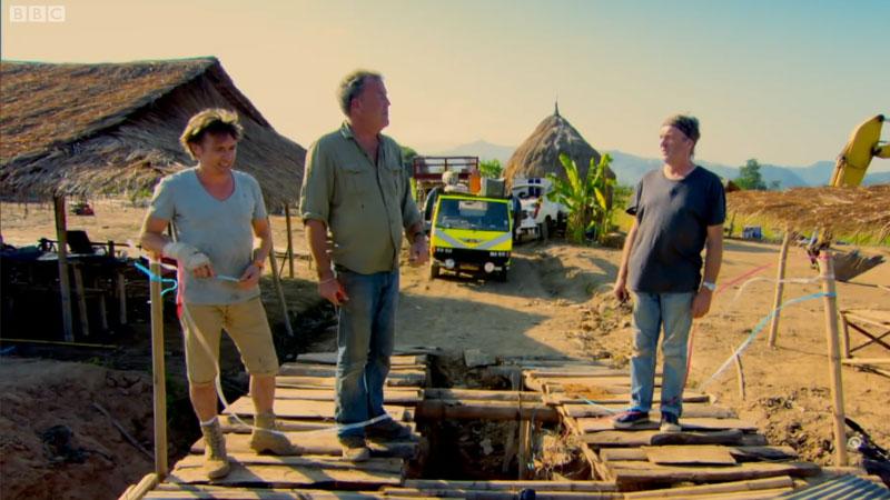 Przekraczanie mostu na rzece w Top Gear Burma Special