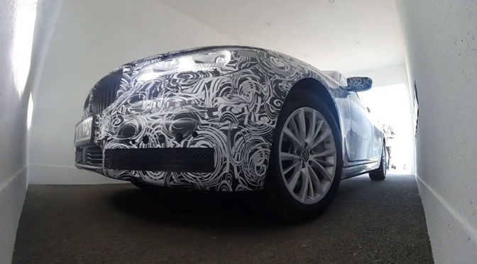 Automatyczne parkowanie w BMW Serii 7 (G11) – wideo pokazuje, że to naprawdę działa!