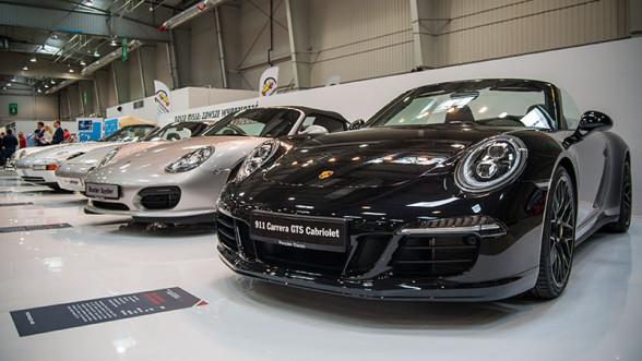 Auto Nostalgia 2015 - 12 - stoisko z samochodami Porsche