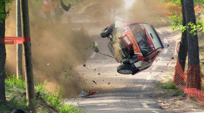 Rajdy samochodowe - wypadek Citroena C2 S1600 pokazuje, jak bardzo są one niebezpieczne