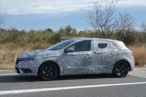 Nowe Renault Megane IV - zdjęcie szpiegowskie - linia boczna
