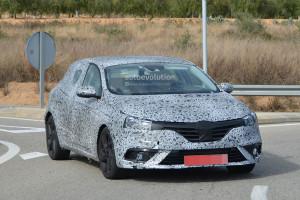 Nowe Renault Megane IV - zdjęcie szpiegowskie przodu samochodu