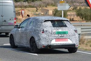 Nowe Renault Megane IV - zdjęcie szpiegowskie i tył auta