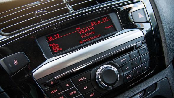 Peugeot 301 - radio oraz zestaw Bluetooth