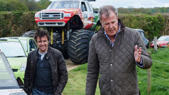 Prezenterzy Top Gear wraz z samochodami