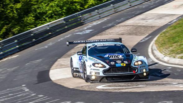 Aston Martin V12 Vantage na Nurburgring