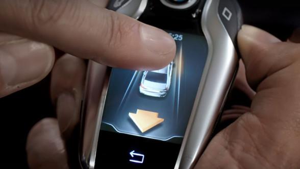 Automatyczne parkowanie w nowym BMW Serii 7 (G11)