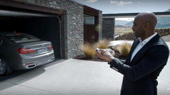 Automatyczne parkowanie w BMW Serii 7 - bardzo ciekawa nowość