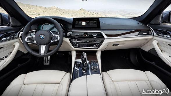BMW Serii 5 G30 (2017) - wnętrze samochodu