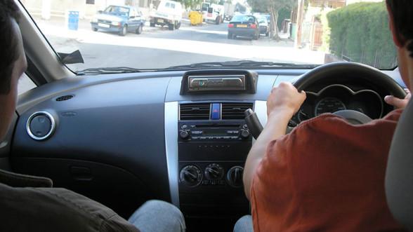Jazda z kierownicą po prawej stronie nie jest bezpieczna