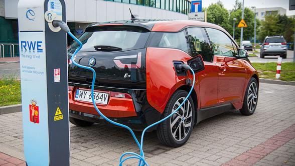 Ładowanie BMW i3 trwa długo o ile nie korzystamy ze stacji RWE