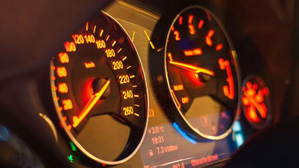 Zegary BMW 3GT z klasyczną skrzynią biegów