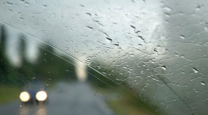 Co zrobić, aby szyby w samochodzie nie parowały? 4 porady powinny pomóc w walce o widoczność
