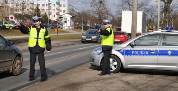 Patrol policji - bat na młodych kierowców