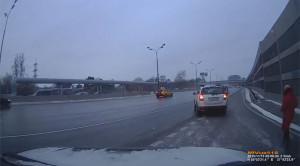 Warto zaciągać hamulec ręczny w samochodzie – wideo przedstawia dlaczego