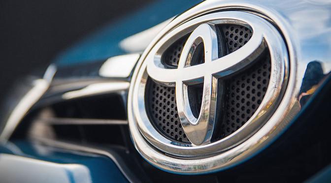 Toyota Auris – hybryda czy benzyna, co lepsze? Porównanie obu wersji pomaga w wydaniu werdyktu
