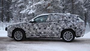 BMW X2 (2017) - zdjęcie szpiegowskie z boku